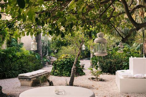 giardino storico giardino storico allestimento con cuscini e lanterne