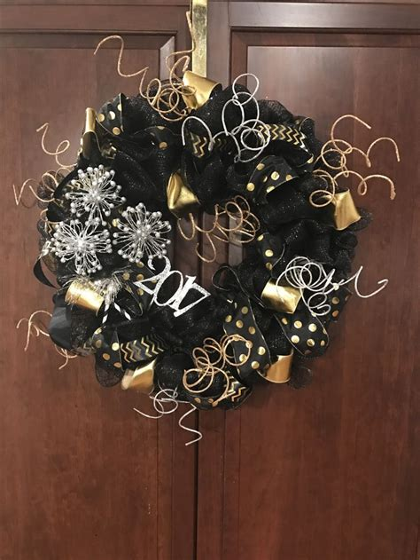 New Year S Door Decorations by 88 Best Images About Wreaths New Years Wreath And Door