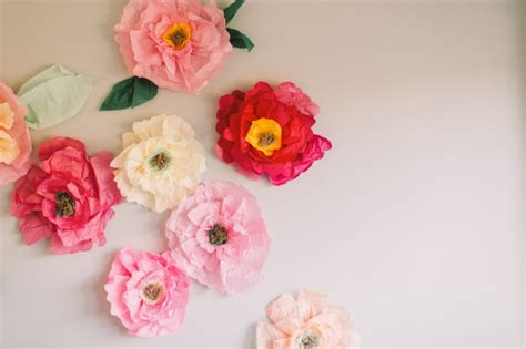 tissue paper flower wall tutorial make your apartment walls as gorgeous as your spring