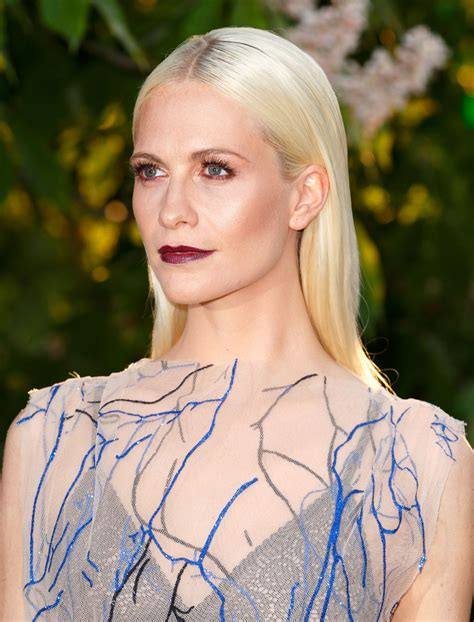 Match The Drapes Model Poppy Delevingne Debuts A New Peach Hair Color Glamour
