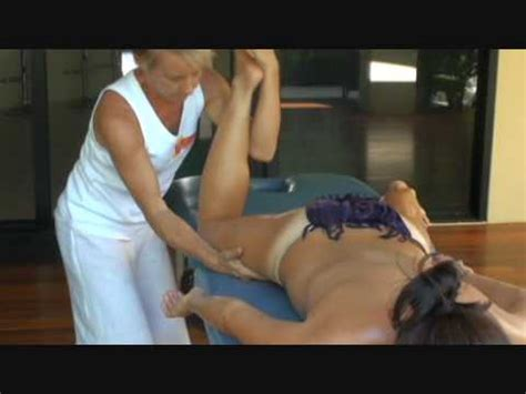 massage without draping hawaiian lomi lomi kahuna massage training essential