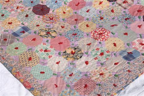 Scrap Patchwork - hexies patchwork vintage comforter print