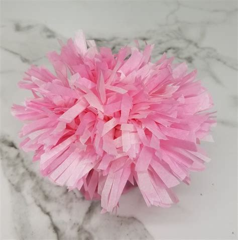 How To Make Carnations Out Of Tissue Paper - make these tissue paper carnation favours for your next