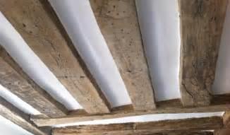 r 233 novation plafond avec poutres apparentes dans un