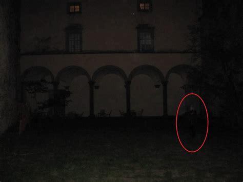 fantasmi veri in casa fotografato un fantasma nel malaspina di fosdinovo