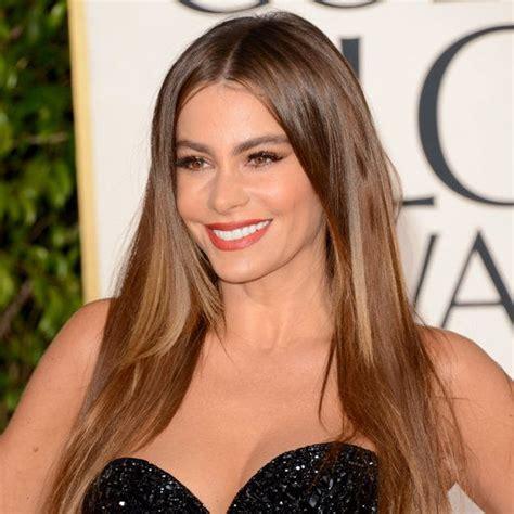 best hair color for latinas golden globes beauty sofia vergara s super straight hair