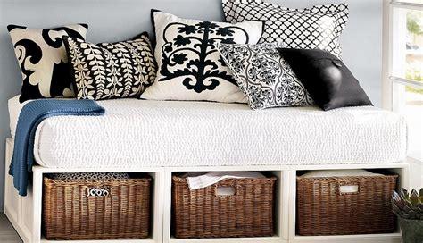 letto con letto sotto spazio sotto il letto come sfruttarlo al meglio