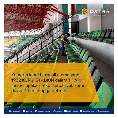 rekor pemasangan kursi tribun  stadion gelora bung tomo