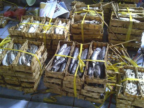 Keranjang Ikan file pindang fishes marketing at kalibaru s traditional market banyuwangi east java indonesia