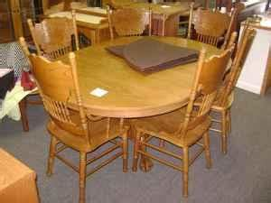 oak dining room table   chairs table leaf pads