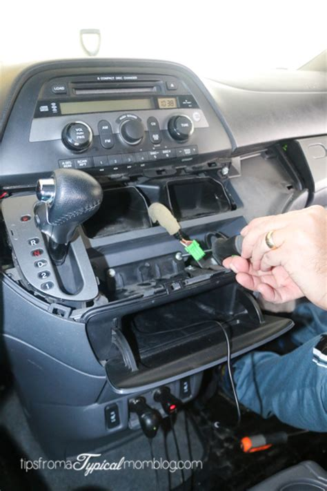 Can You Install An Auxiliary Port In Your Car by How To Install An Aux Input Cable In Your Honda Odyssey So