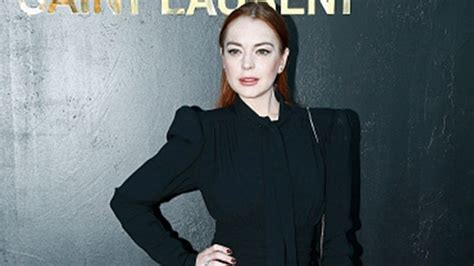 lindsay lohan  punched   face  accusing