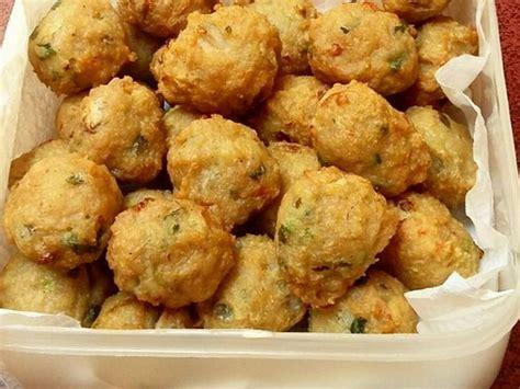 membuat bakso goreng ikan resep bakso gorengcocok untuk camilan ketika libur akhir