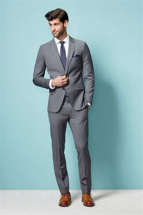 what color shoes to wear with grey suit what color shirt and tie should i wear with a gray suit to