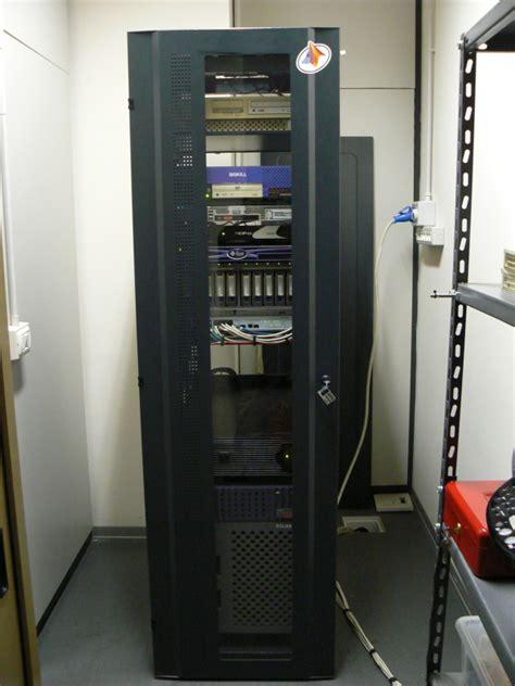 armadi per server armadio per server pkg m montaggio viti e dadi a gabbia