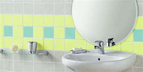 esmaltes  los azulejos del bano