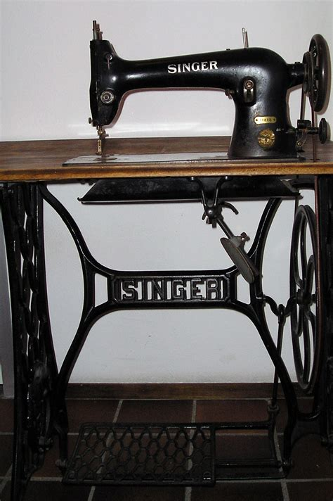 File Singer Sewing Machine Jpg Wikipedia