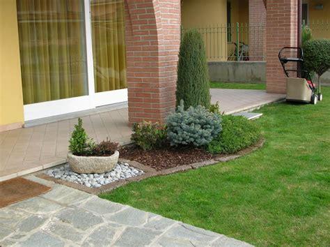 aiuole per giardino foto aiuole con sassi cerca con aiuole per giardini