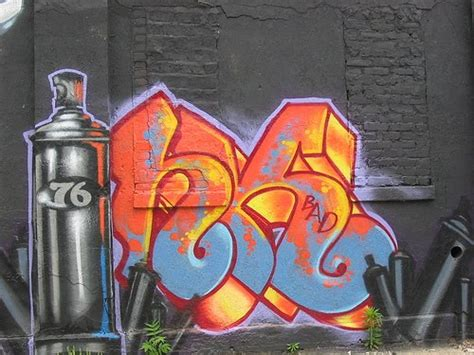 what of spray paint to use for graffiti graffiti graffiti spray paint gt gt wall boombing