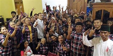ahok politik pendukung ahok djarot serukan politik prestasi dan bukan