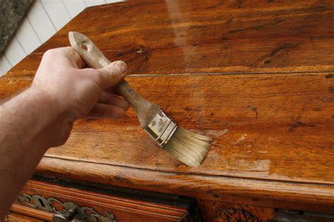 Vernir Une Table En Bois Brut by Eclaircir Un Meuble Regard D Antiquaire