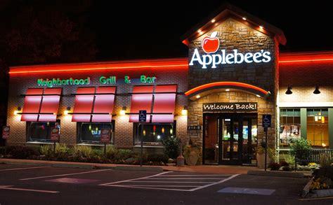 apple bee file applebee s night view jpg wikimedia commons