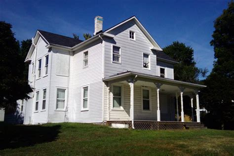 farmhouse or farm house group volunteers to restore reeves farmhouse arlnow com