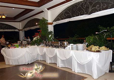 table de reception vineeta s we couldn 39t resist the buffet table that atlas showed at the wedding