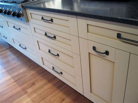 White Kitchen Cabinets With Rubbed Bronze Hardware by White Kitchen Cabinets With Rubbed Bronze Hardware