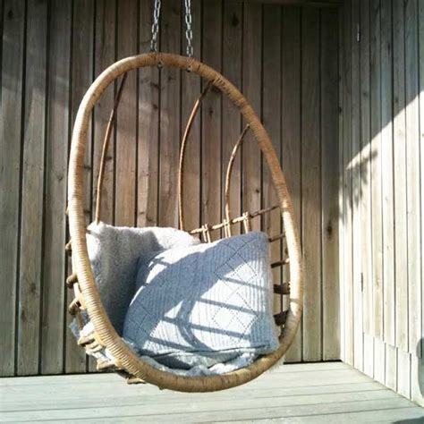 outdoor hanging chair 33 awesome outdoor hanging chairs digsdigs