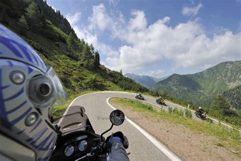 Motorradtour Norditalien by Motorradurlaub Den Fluss Etsch Entlang Zwischen Trento Und