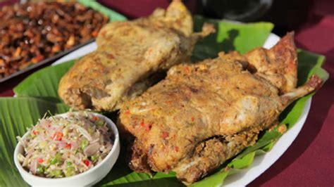 Food Network Kitchen Show by Roast Duck In Banana Leaf Bebek Betutu Recipe Sbs Food