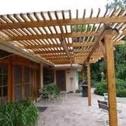 piccole tettoie in legno costruire un pergolato pergole tettoie giardino