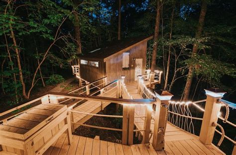 spend  night   romantic south carolina treehouse