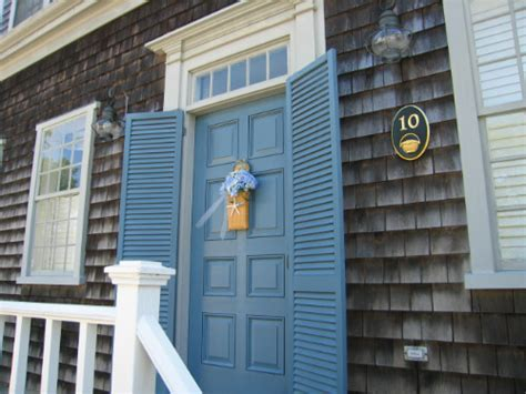 nantucket green paint color newport blue mhc 6 on the front door with white mhc 1 on the
