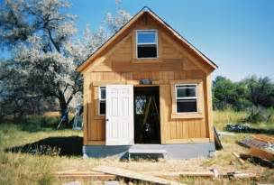 author builds tiny solar powered grid cabin for