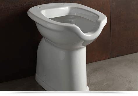 cassetta scarico wc ceramica wc per disabili scarico a terra in ceramica con apertura