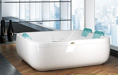 double wide bathtub aquasoul extra by jaccuzzi its a double wide bathtub