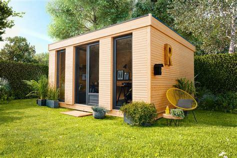Bien Abris De Jardin Jardiland #2: Abri-de-jardin-facon-mini-maison-d-archi-en-bois-bureau-d-ete-chaise-acapulco-jaune_5844677-1.jpg