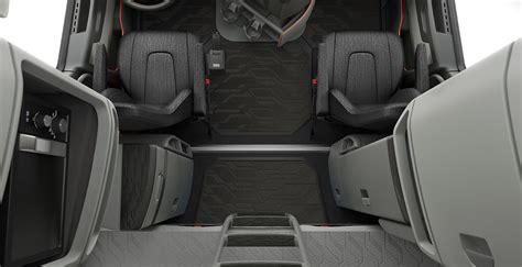 galerie video premiera noul volvo vnl este numit drept cel mai sigur camion din lume
