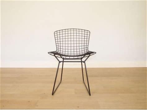 chaise bertoia blanche tout le stock de mobiliers et d objets neuf et vintage