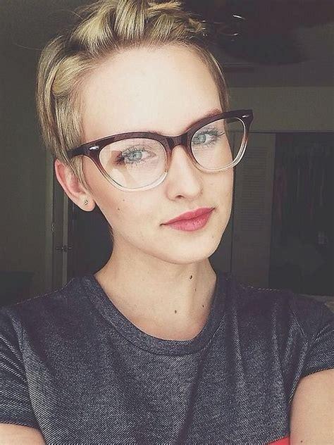 pixie cut with bangs glasses google search hair styles vous portez des lunettes choisissez donc votre coupe