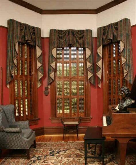Contour Rug by Devenco Authentic Victorian Shutters