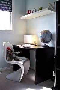 boys desk taine b room