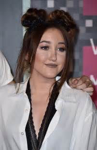 Wedding Attire Miley Cyrus Little Sister Noah Shows Up To The 2015 Vmas And She S All Grown Up Aol Entertainment