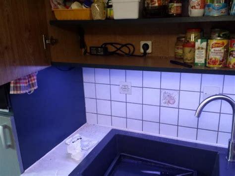 installer plan de travail cuisine installer des leds au plan de travail cuisine