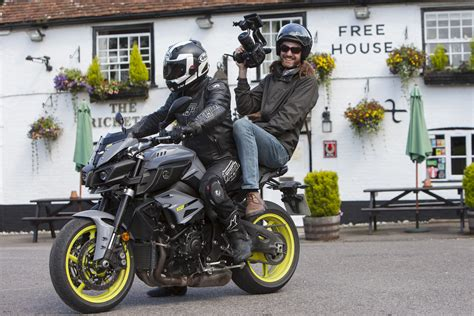 www test it back to back test yamaha mt 10 vs bmw s visordown