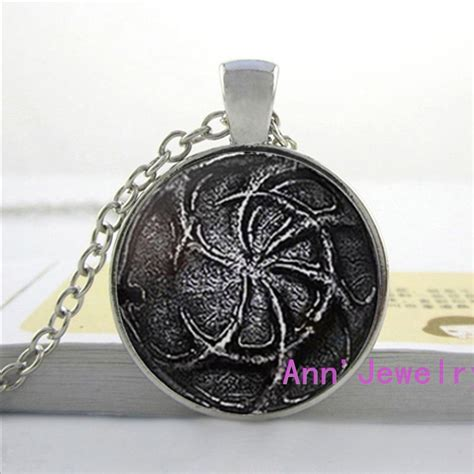 w 0136 pilgrims of pendant souls ii necklace