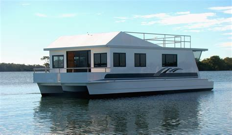 boat house com how to build a houseboat hull google search houseboat