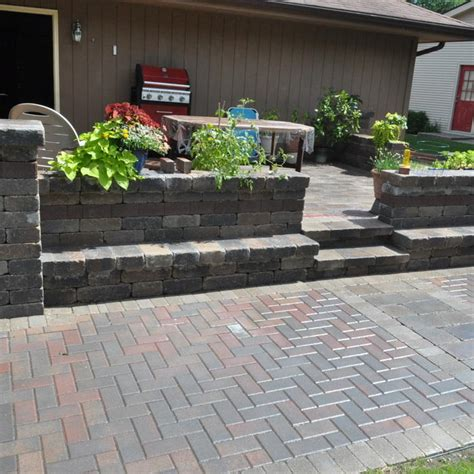 How Much Does A Paver Patio Cost 2017 Brick Paver Costs Price To Install Brick Pavers Patios